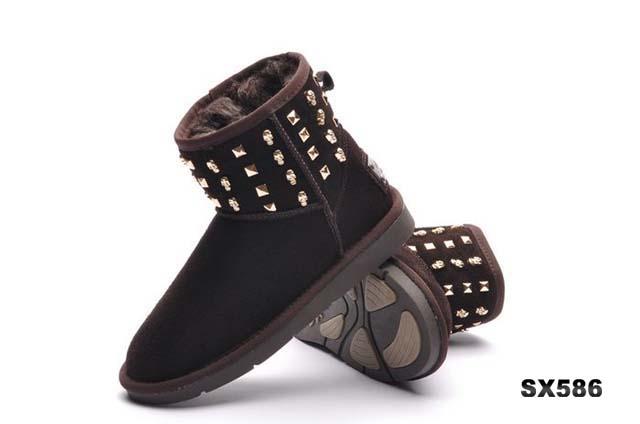 雪地鞋ugg雪地鞋铆钉短靴巧克力色